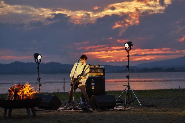 The BONEZ 撮影=Yoshifumi Shimizu(『The BONEZ – Speak True – Documentary + Live』より)