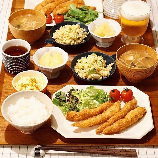 四角いお盆を使用した和食コーディネート