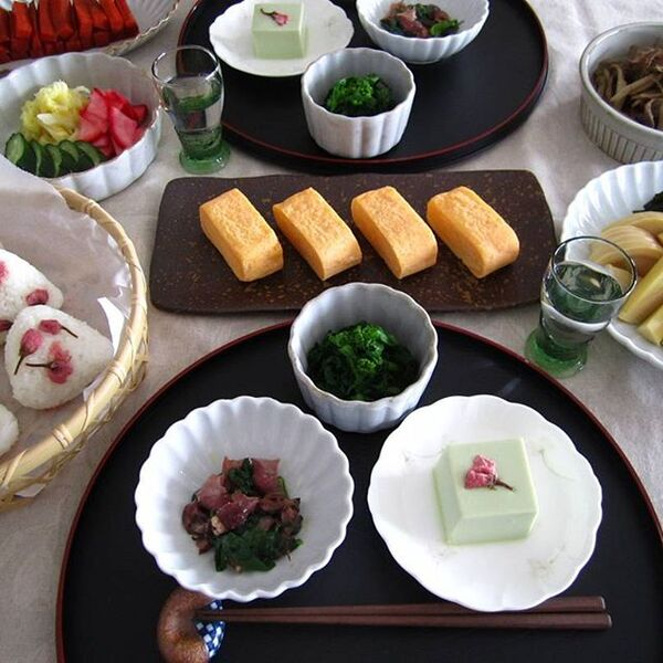 半月盆を使ったおしゃれな和食コーディネート