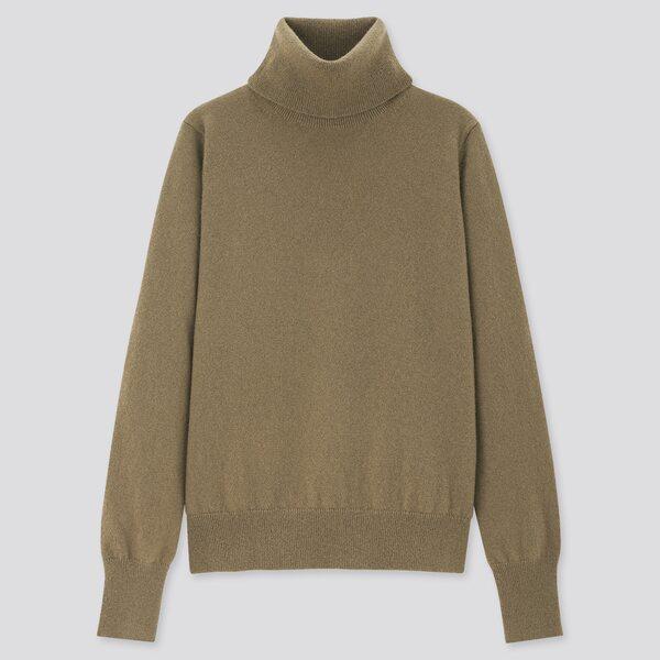 くすみブラウンのタートルネックセーター