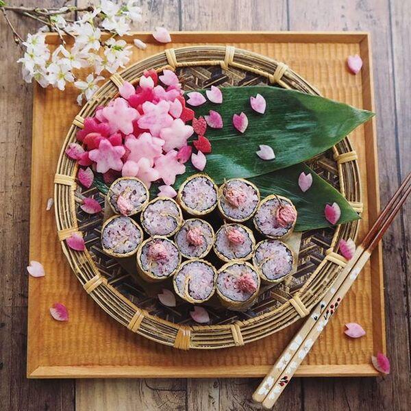 華やかなレシピ!桜のロールいなり寿司