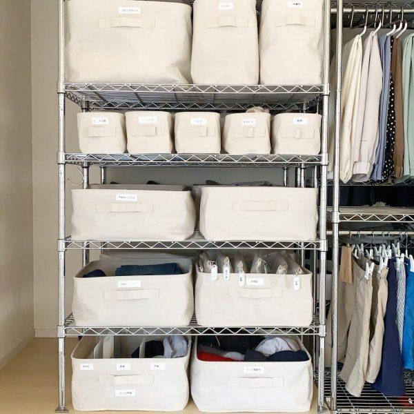布ボックスを使ったメタルラックの服収納