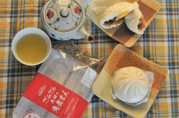 成城石井「ごろごろ具材の角煮まん」テーブルコーディネート