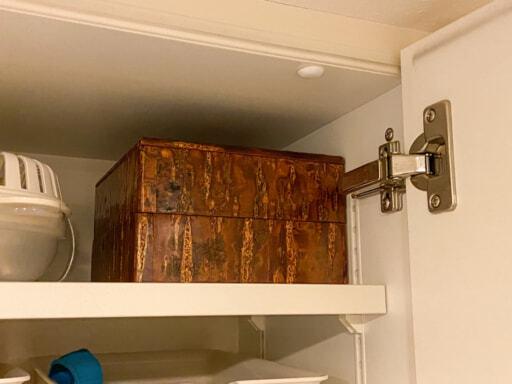 重箱を吊り戸棚に収納