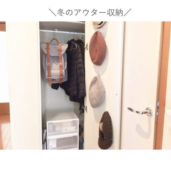 フックを使ったカバン置き場のアイデア