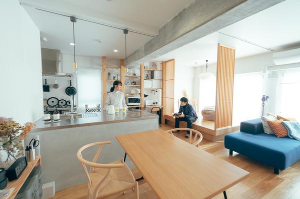 大阪のリノベーションマンションに住む能登俊平さんと春花さんの部屋