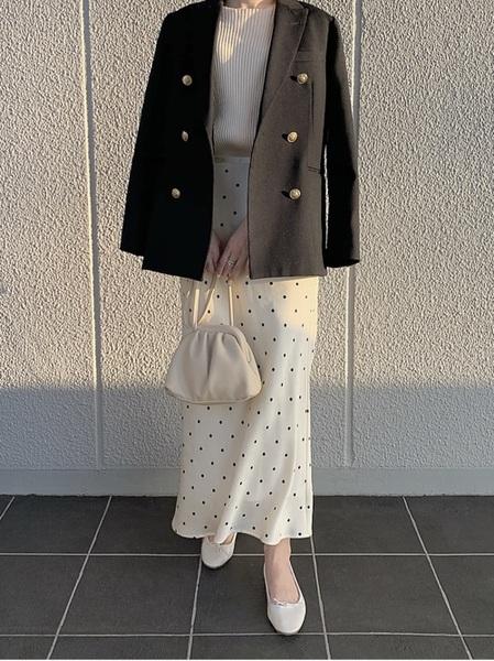 白バレエシューズ×ドット柄スカート