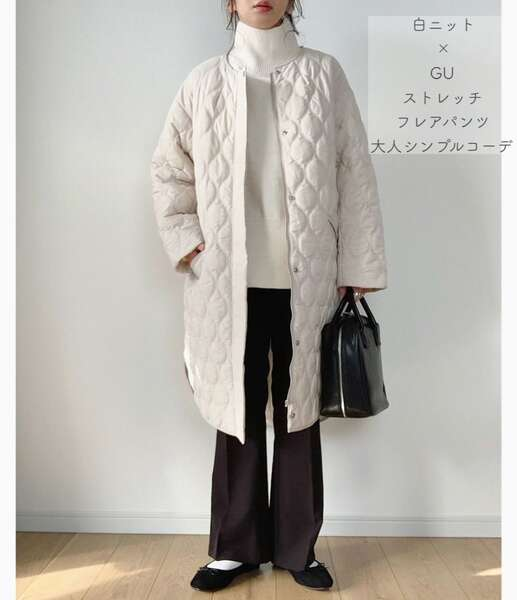 maikoさんの白ニットとGUワイドパンツにキルティングコートを羽織ったコーデ