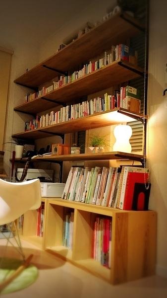 デッドスペースにDIYでお気に入りの本棚