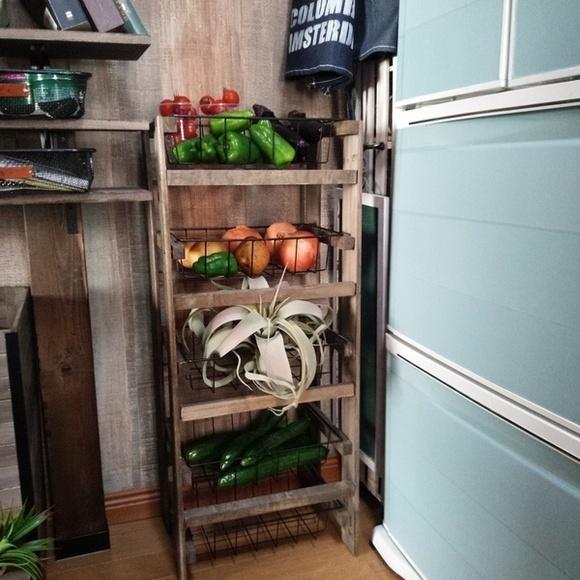 すのことバスケットで手作り野菜収納棚