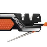 マルチツールなシャープナーはアウトドアで重宝しそう。刃物や釣り針が研げて火打ち石も搭載