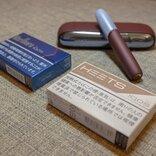 IQOS専用たばこスティックのレギュラー新製品を吸い比べ 「ヒーツ・ピュア・ティーク」「マールボロ・リッチ・レギュラー」はどんな場面で吸いたくなる?
