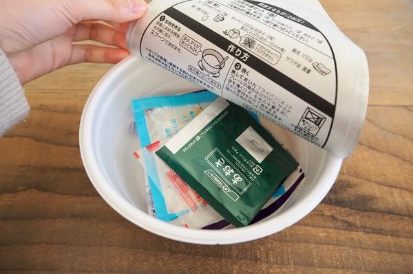 日清「カップでつくる お好み焼セット」「カップでつくる チヂミセット」