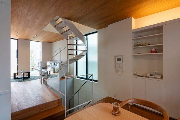狭小住宅の螺旋階段デザイン