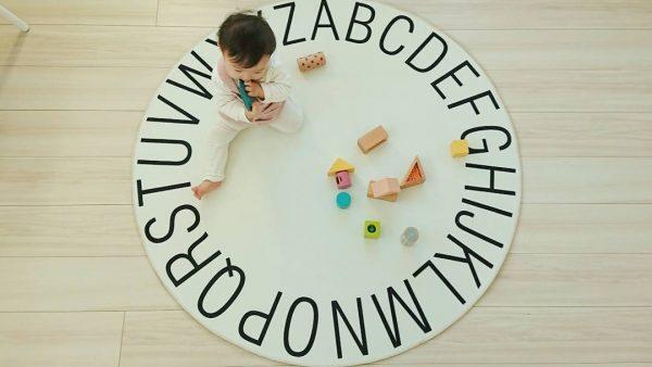 北欧インテリアの子供部屋に可愛い円形ラグ