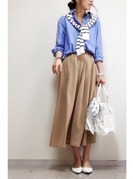 ユニクロシャツ×スカートの人気コーデ