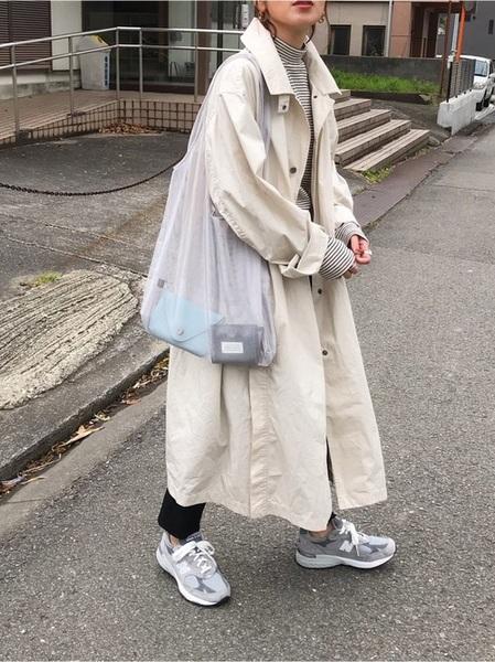 ユニクロ白コート×黒パンツの春コーデ