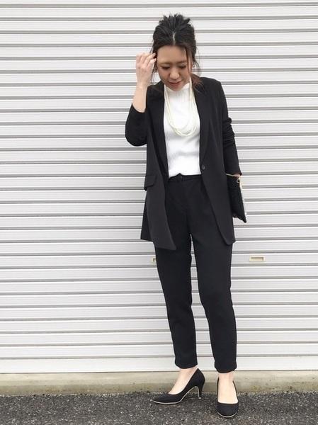 ユニクロ黒ジャケット×黒パンツの春コーデ