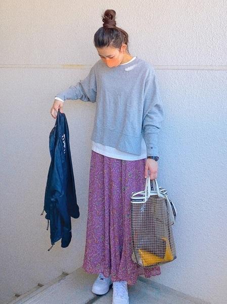 ユニクロTシャツ×花柄スカートの春コーデ