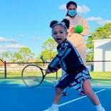 セリーナ・ウィリアムズの愛娘、テニスの練習風景に「3歳でこのオーラ!」絶賛の声