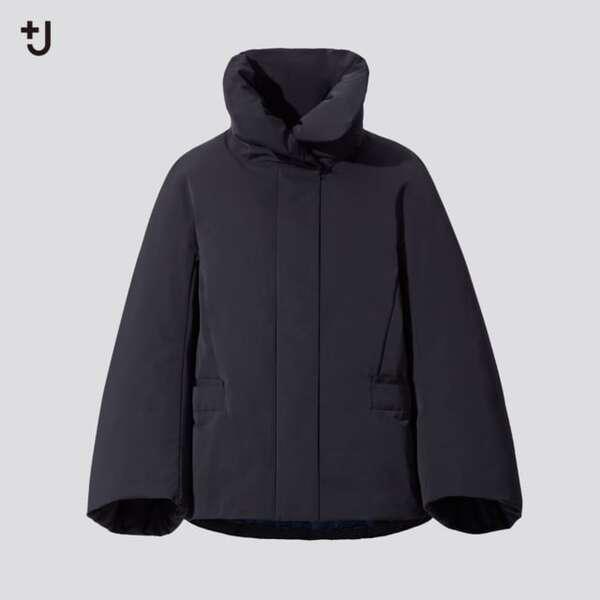 黒のダウンジャケット