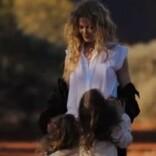 ニコール・キッドマン、ウェーブヘアがそっくりな娘達とのレア動画を公開