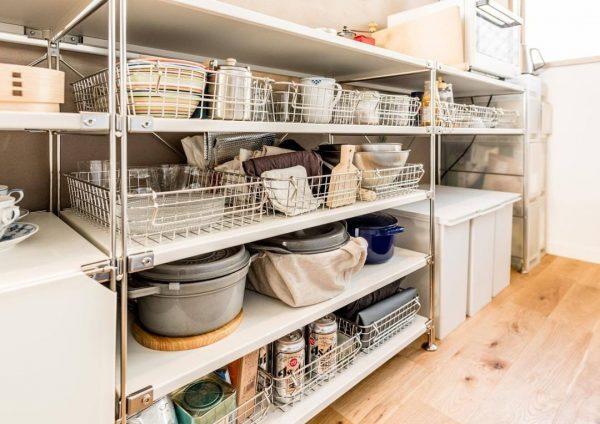 ステンレスワイヤーバスケットでキッチン収納
