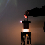 オイルで電気を灯すから長時間対応! ハイブリッドなランタンを使ってみた