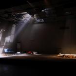 南沢奈央・平埜生成・入手杏奈らが挑むエンダ・ウォルシュの戯曲 白井晃演出の舞台『アーリントン』が開幕