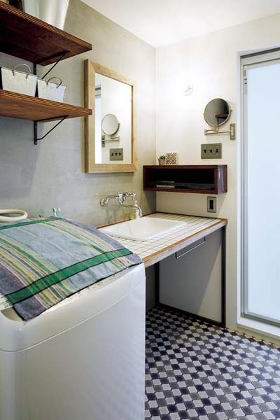 下部がオープンな造りのシンプルな洗面台