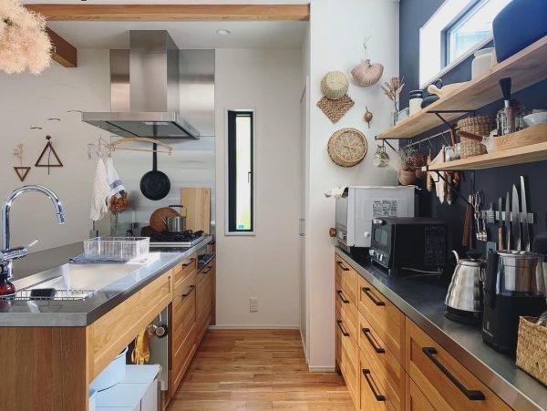見せる収納が楽しいキッチンインテリア