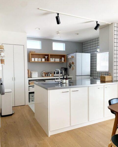 見せる&隠す収納バランスが見事なキッチン