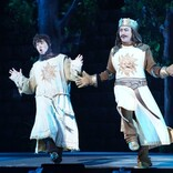 山田孝之、歌って踊る! ミュージカルいじりも満載『モンティ・パイソンのSPAMALOT』