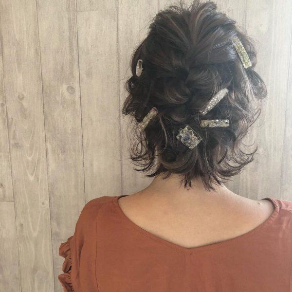 卒業式に◎母親向けの髪型「編みおろし風ショート」