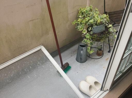 梅雨に入ったら、窓や網戸の掃除を!