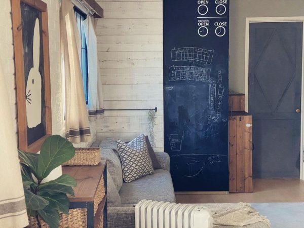 自由にお絵かきが楽しめる黒板壁DIY