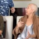 丸刈りにした乳がんの母親、サプライズで娘と息子も後に続き感極まる(プエルトリコ)<動画あり>