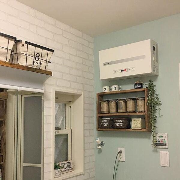ホワイトのレンガで北欧風な洗面所
