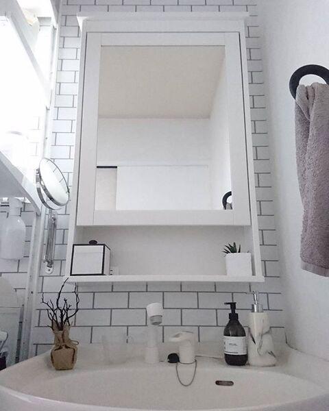 モノトーンのレンガでモダンな洗面所