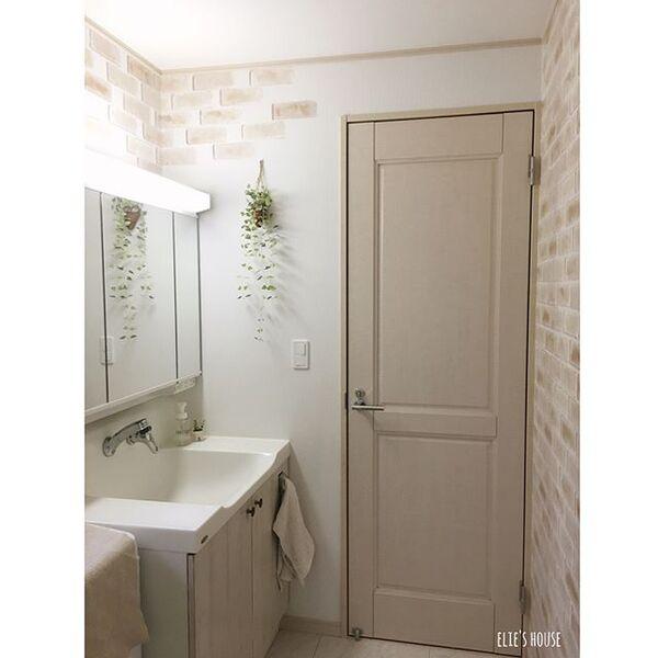 淡い色のレンガで優しい洗面所