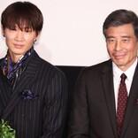 綾野剛、舘ひろしから譲り受けたスーツを着て登場 主演作『ヤクザと家族』は「自身の集大成」