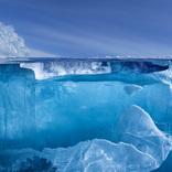 世界一透明度の高い湖で撮られた氷の写真 その美しさに反響!