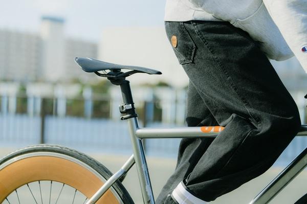 自転車に乗る宮下さん