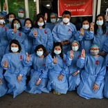 軍事クーデター下のミャンマー市民が、映画『ハンガー・ゲーム』の3本指サインで無言の抗議