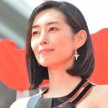 """木村多江、ジャケット&""""もんぺ""""姿でドヤ顔 不思議ファッションに「オシャレにみえます」"""
