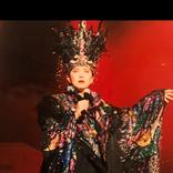 美川憲一、元祖コスプレイヤー!?ド派手で豪華な衣装姿!