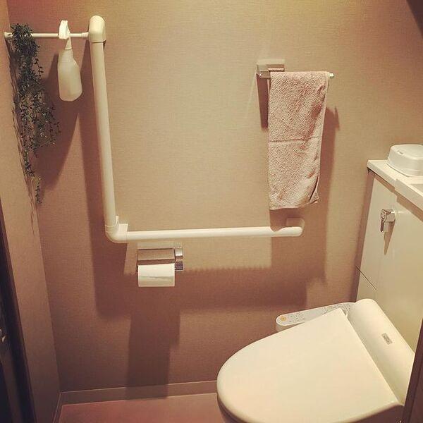 収納がないトイレ 突っ張り棒