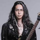 ギタリスト若井望とロック・レジェンド達が結成したバンド・DESTINIAがライヴ作品を発表