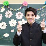 """King & Prince 岸優太、卒業シーズン目前 学ラン姿で""""映える""""撮影テクニック学ぶ"""