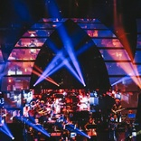 澤野弘之、『LIVE【emU】2021』ライブレポート 『進撃の巨人』『ギルティクラウン』『プロメア』名作を彩る繊細かつ壮大な澤野音楽で観客を圧倒